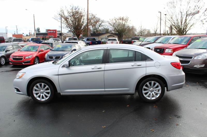 Chrysler 200 2011 price $8,615