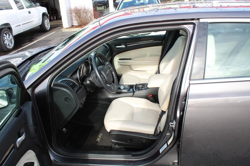 Chrysler 300 2016 price $15,499