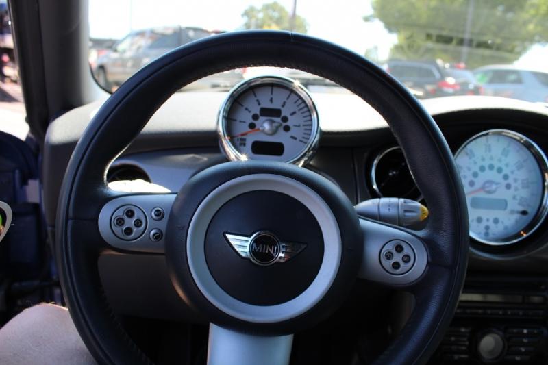 Mini Cooper Convertible 2005 price $7,999