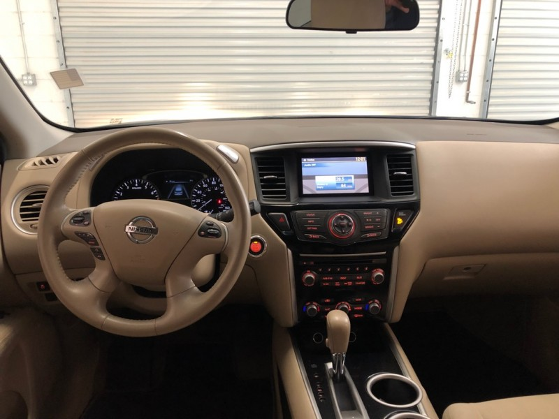 Nissan Pathfinder 2014 price $13,995