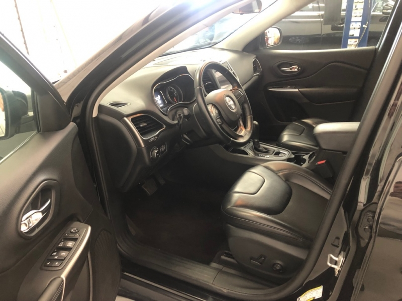 Jeep Cherokee 2019 price $18,995