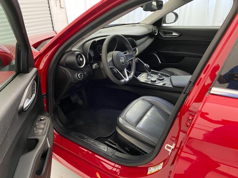 Alfa Romeo Giulia 2018 price $27,995
