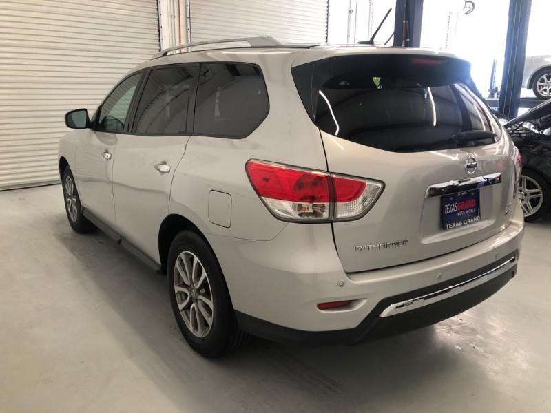 Nissan Pathfinder 2015 price $19,995