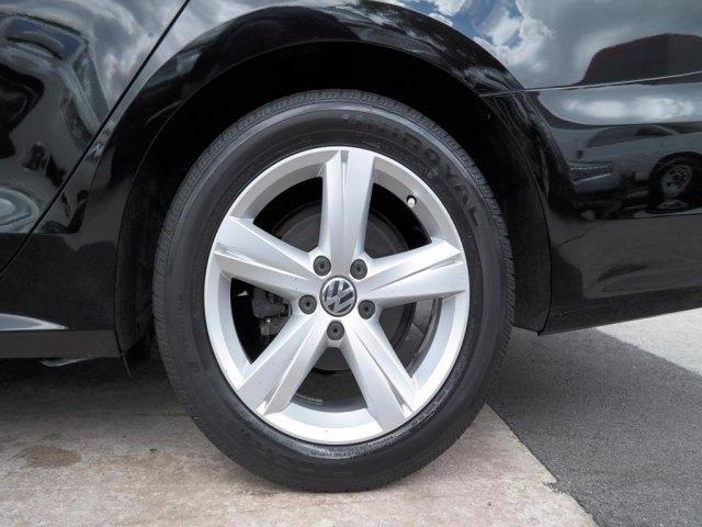 Volkswagen Passat 2013 price $6,425
