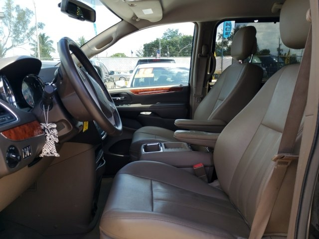 Chrysler Town & Country 2015 price $10,701