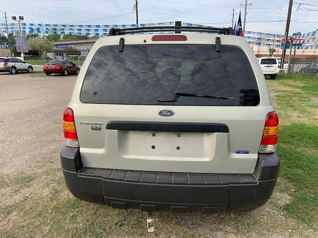 FORD ESCAPE 2005 price $2,496