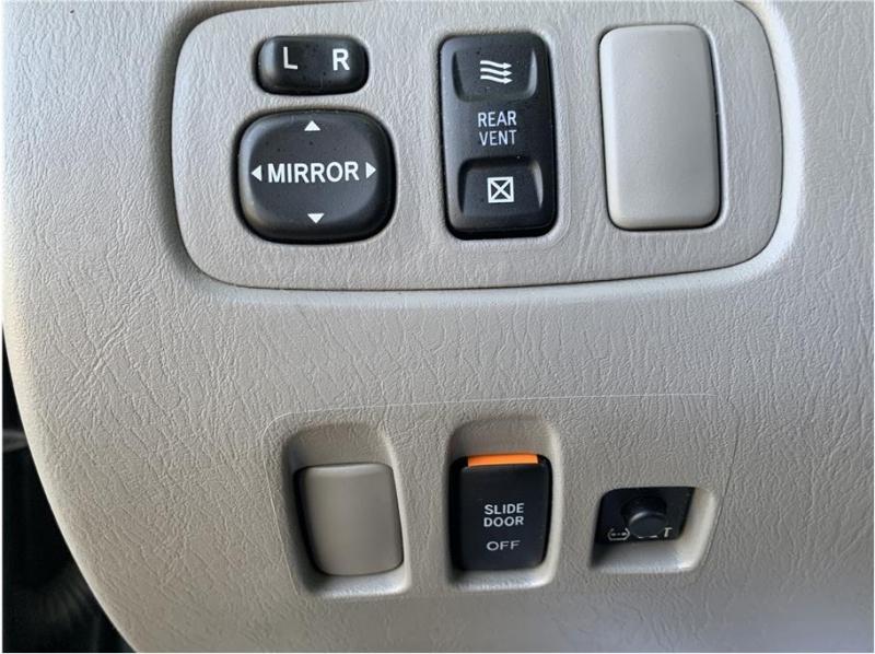 Toyota Sienna 2005 price $6,500