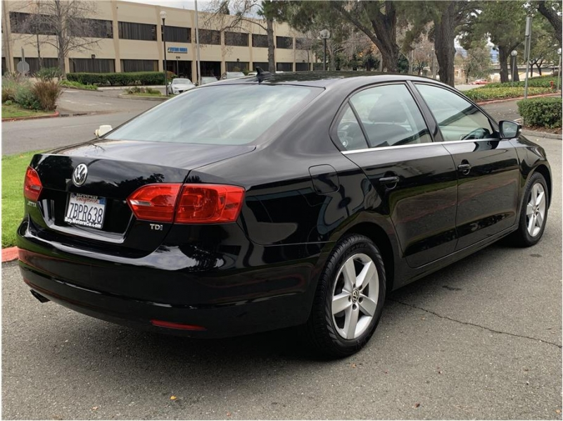 Volkswagen Jetta 2013 price $9,350