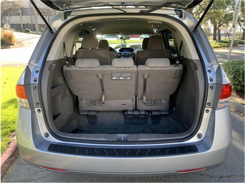 Honda Odyssey 2016 price $17,990