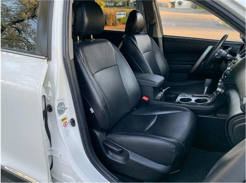 Toyota Highlander 2013 price $15,990