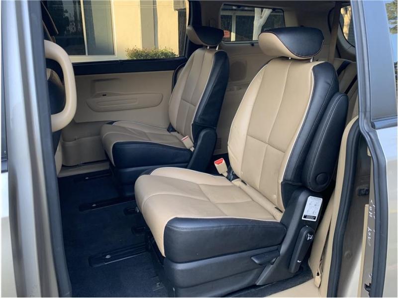 Kia Sedona 2017 price $15,800