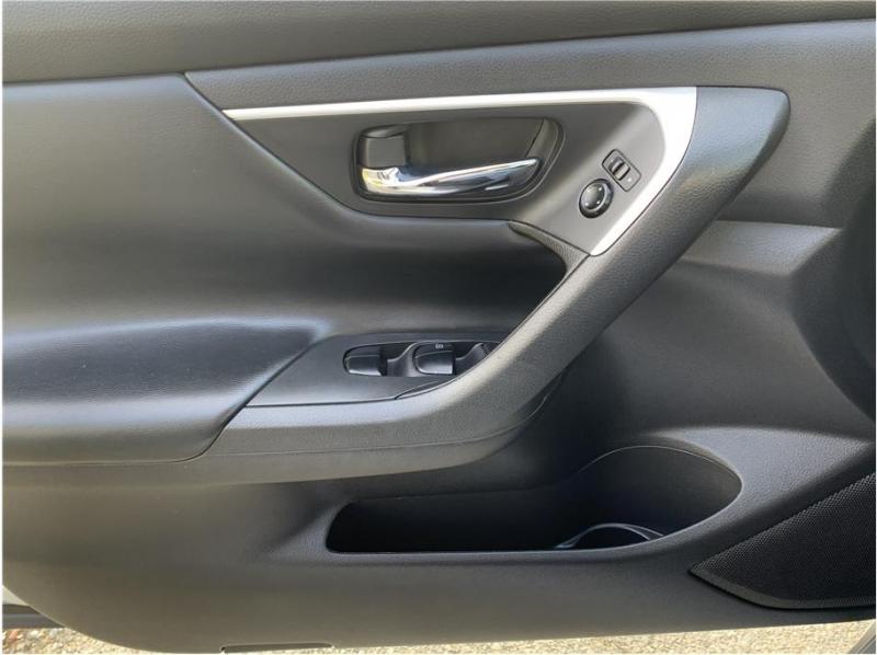 Nissan Altima 2016 price $10,990