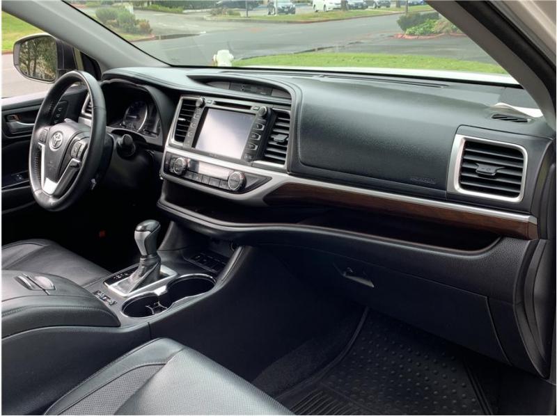 Toyota Highlander 2015 price $18,990