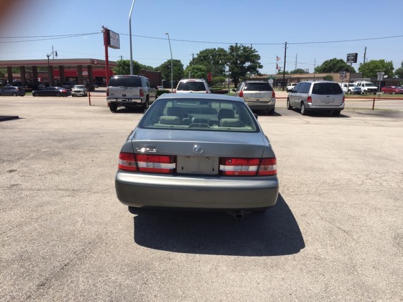 Lexus ES 300 2001 price $0