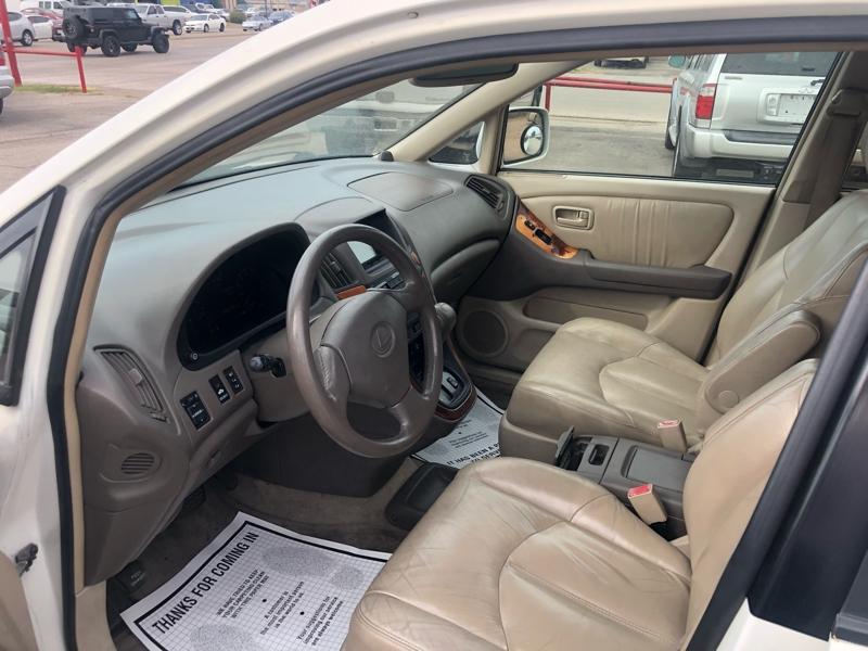Lexus RX 300 2000 price $0