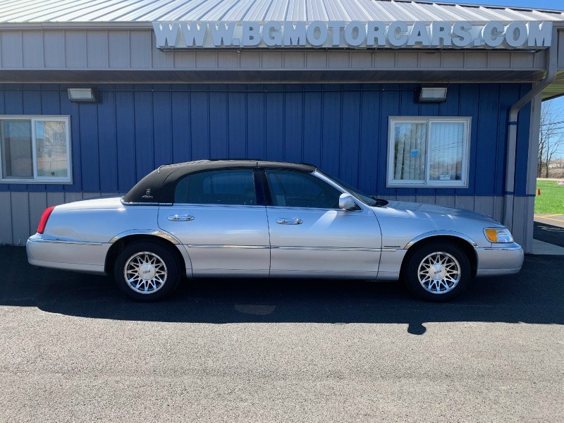 Lincoln Town Car 2000 price $3,498