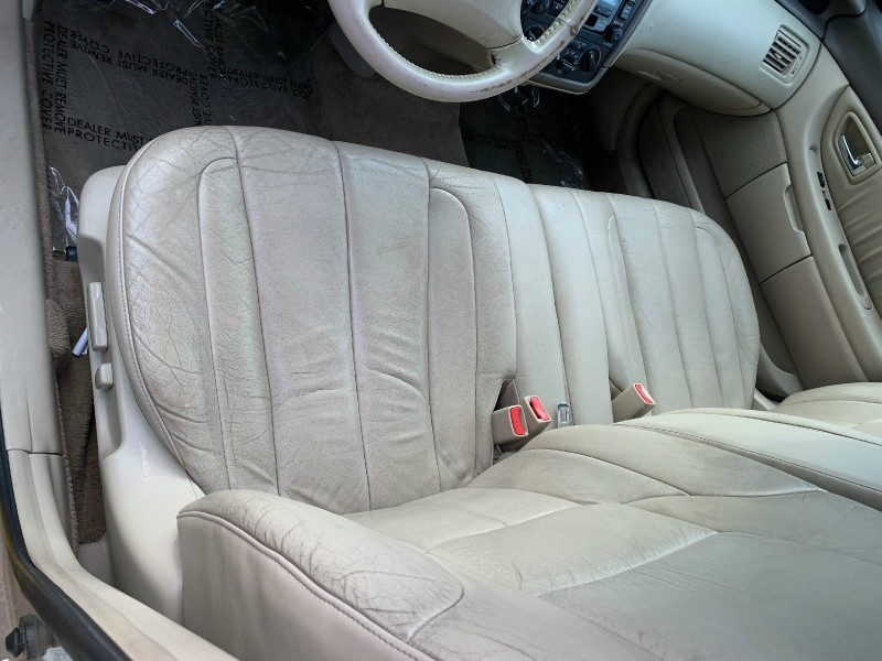 Toyota Avalon 2001 price $2,498