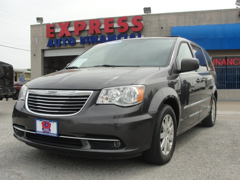 Chrysler Town & Country 2016 price $3,500 Down