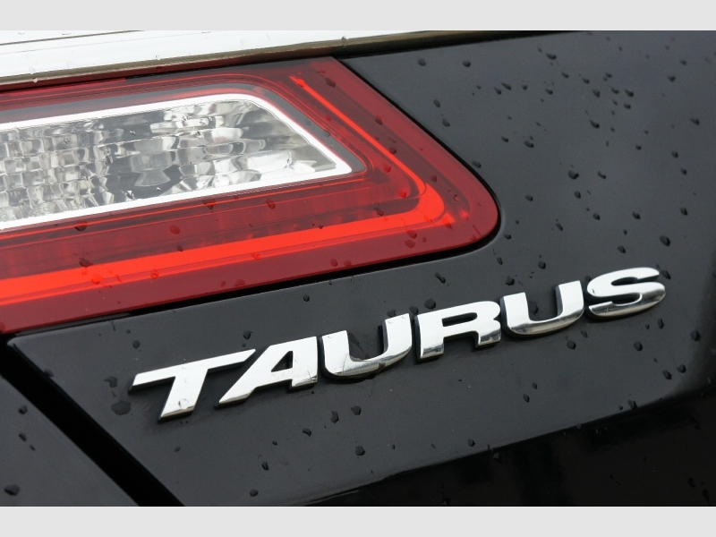 Ford Taurus 2017 price $12,377