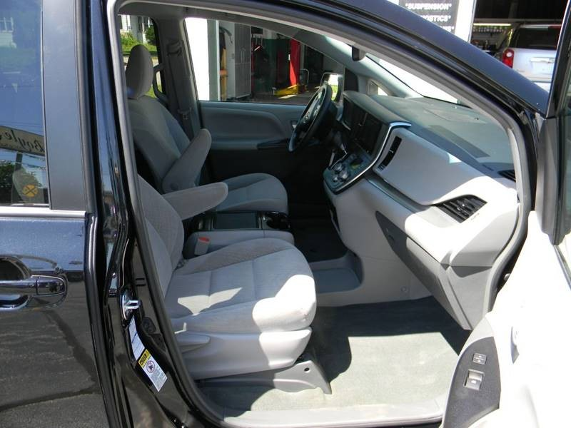 Toyota Sienna 2017 price $22,959