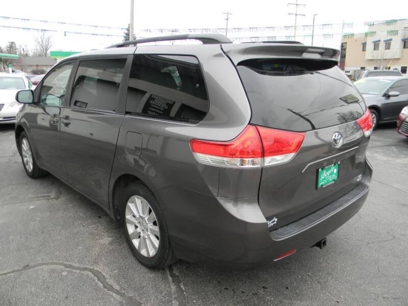 Toyota Sienna 2014 price $15,969