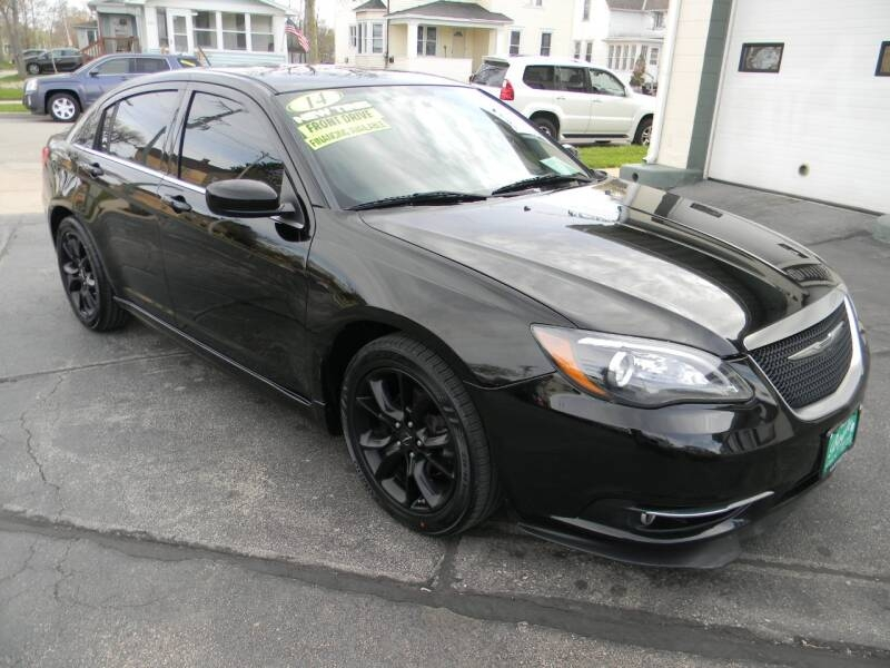 Chrysler 200 2014 price $8,799