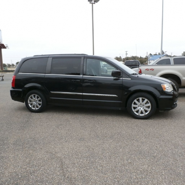 CHRYSLER TOWN & COUNTRY 2013 price $9,900