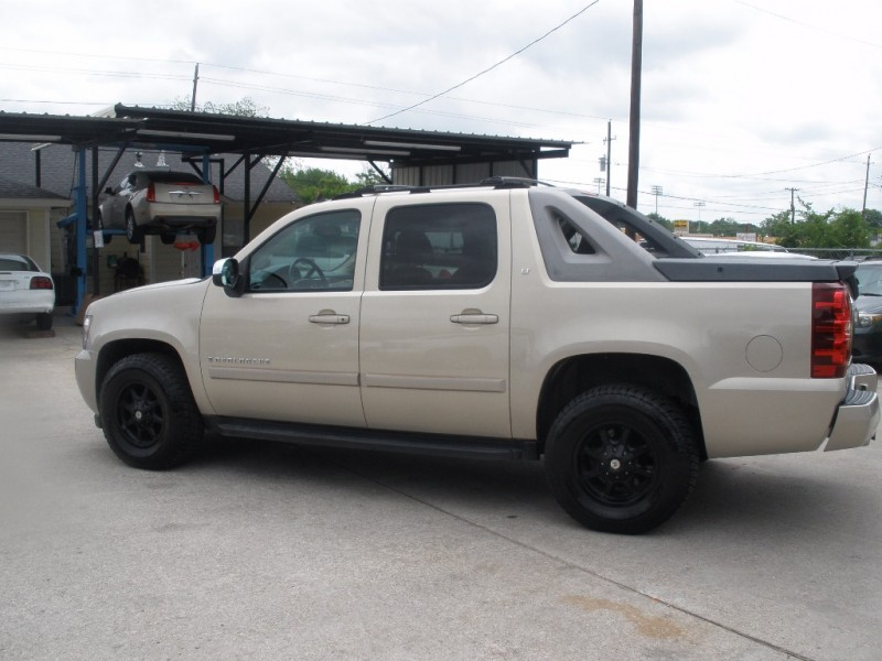 Chevrolet Avalanche 2007 price $15,000