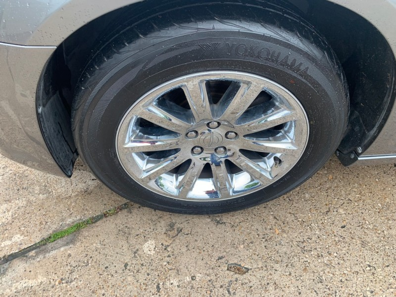 Chrysler 300 2011 price $12,500