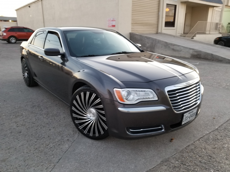 Chrysler 300 2014 price $9,999