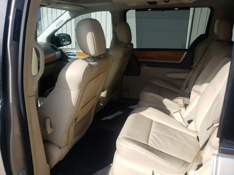 CHRYSLER TOWN & COUNTRY 2008 price $5,900
