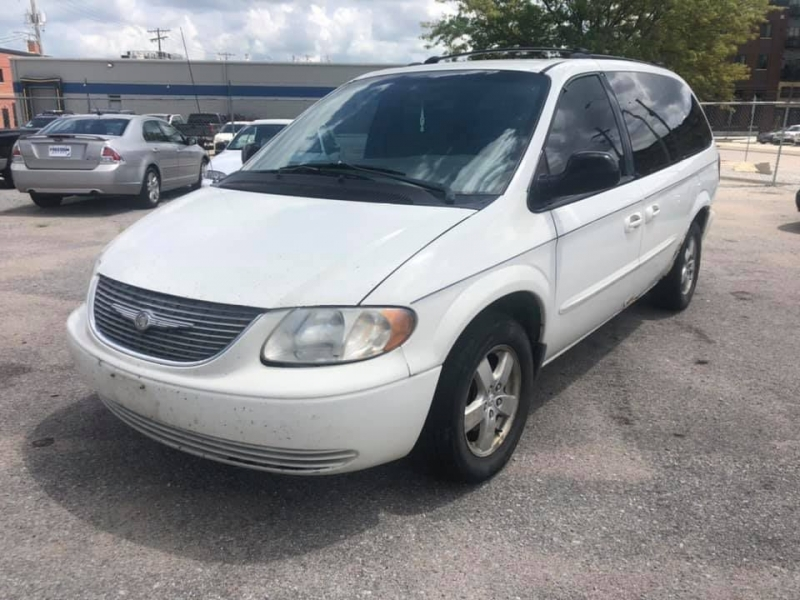 CHRYSLER TOWN & COUNTRY 2003 price $1,200