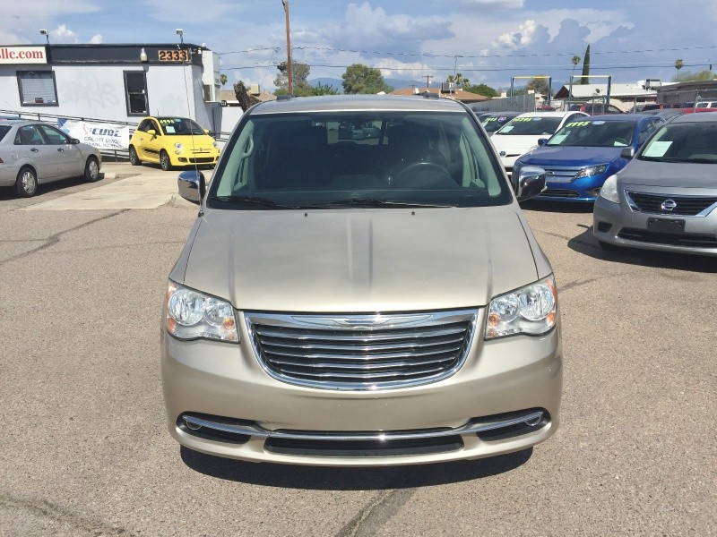 Chrysler Town & Country 2012 price $9,295