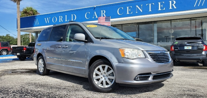 Chrysler Town & Country 2016 price $13,095
