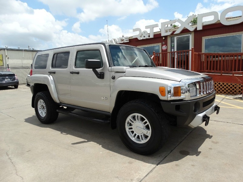 Hummer H3 2009 price $10,995