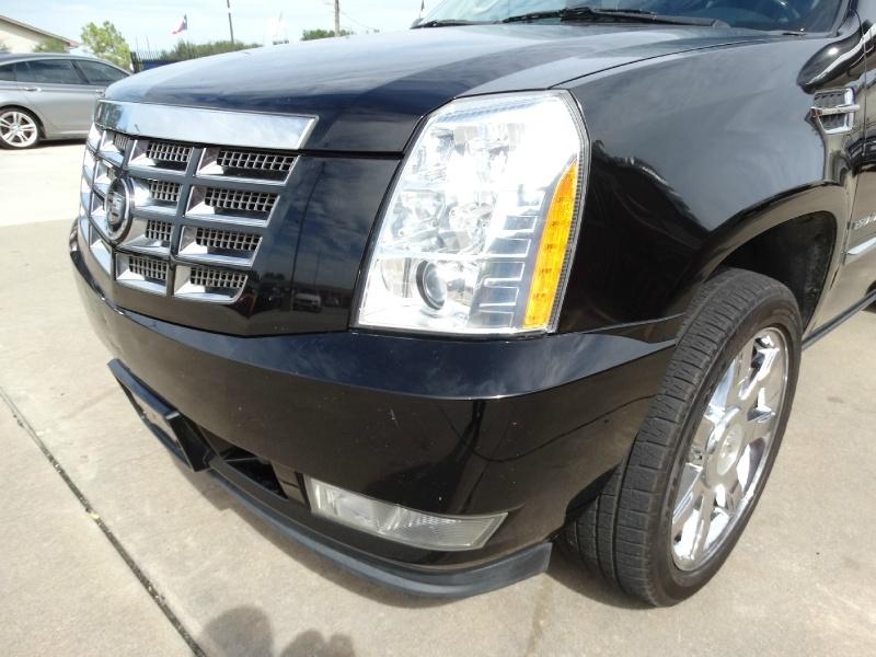 Cadillac Escalade 2011 price $15,995