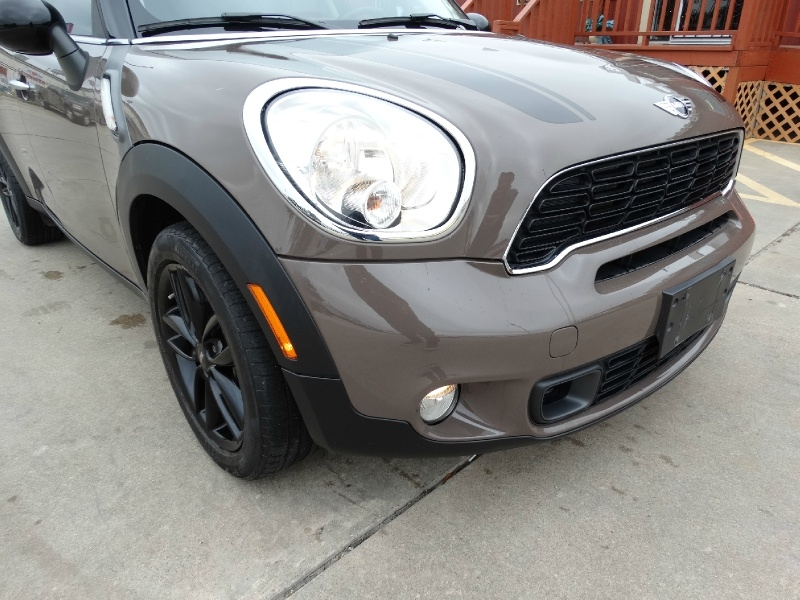 Mini Cooper Countryman 2012 price $11,995