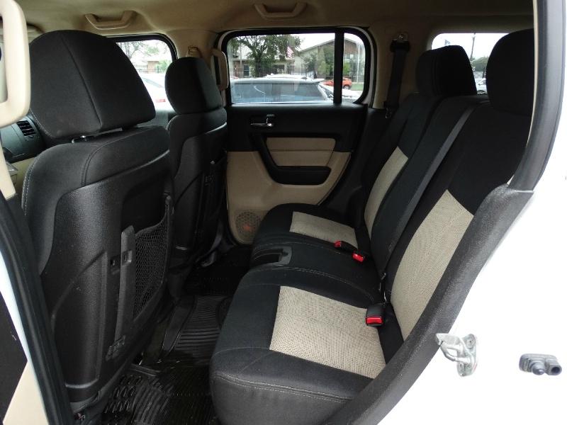 Hummer H3 2006 price $9,995