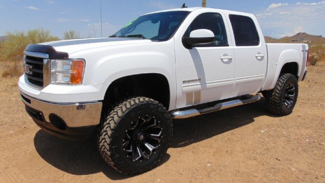 2010 GMC Sierra 1500 4WD Crew Cab SLT Lifted