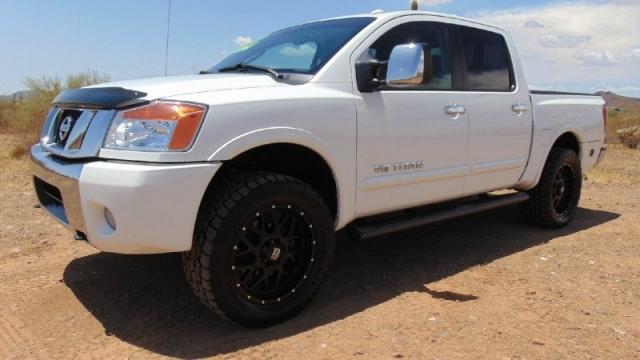 2010 Nissan Titan 4WD Crew Cab LE Leveled