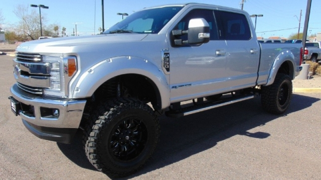 2017 Ford F-350 Super Duty 4WD Lariat Crew Cab Lifted