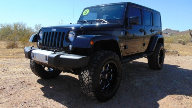 2015 Jeep Wrangler Unlimited 4WD 4dr Sahara Lifted