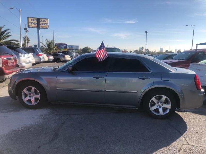 Chrysler 300 2006 price $4,295