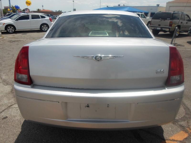 Chrysler 300 2005 price $4,495