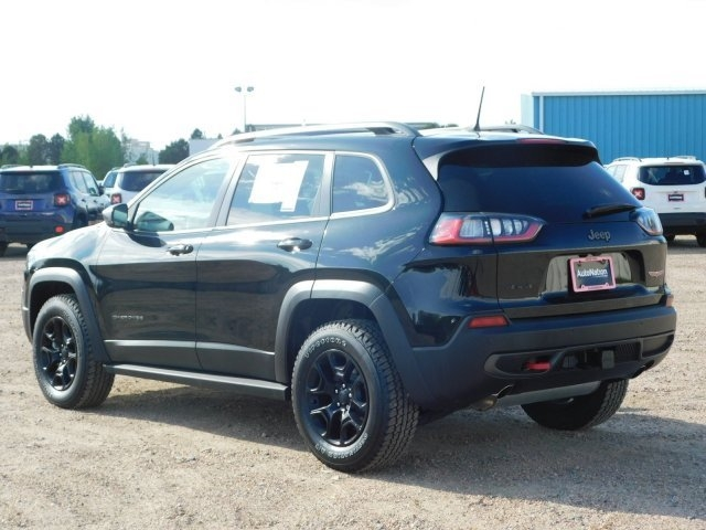 Jeep Cherokee 2019 price $38,359