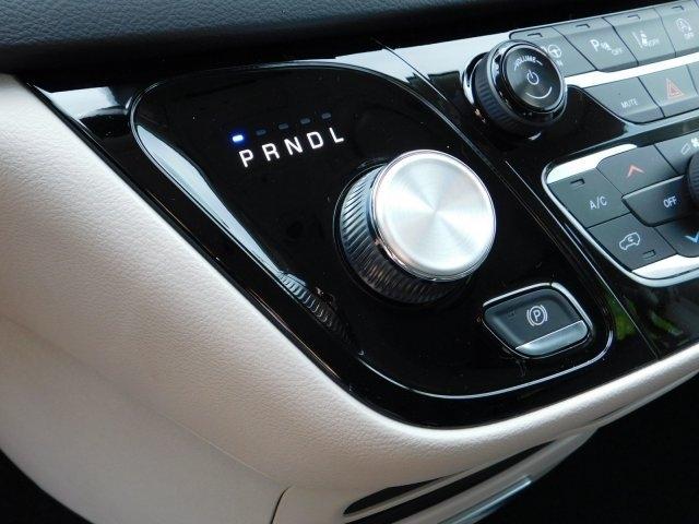 Chrysler Pacifica 2019 price $37,285
