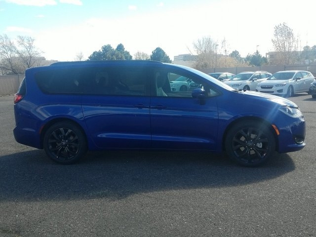 Chrysler Pacifica 2019 price $43,157