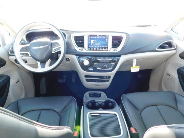 Chrysler Pacifica 2019 price $48,496