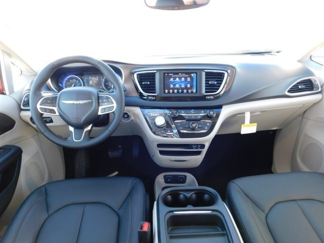Chrysler Pacifica 2019 price $34,482