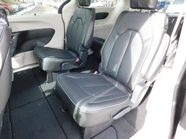 Chrysler Pacifica 2019 price $44,032